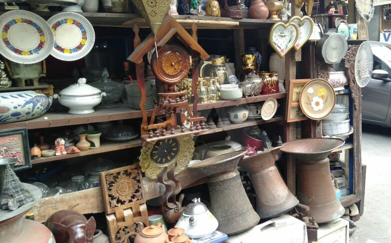 Hobi Koleksi Barang Antik